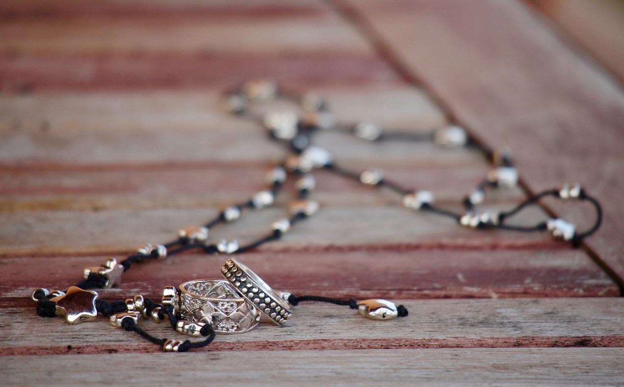jewelry-hazu